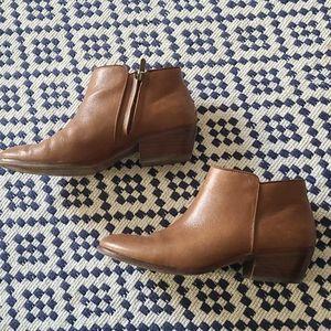Sam edelman cognac brown leather ankle bootie 9